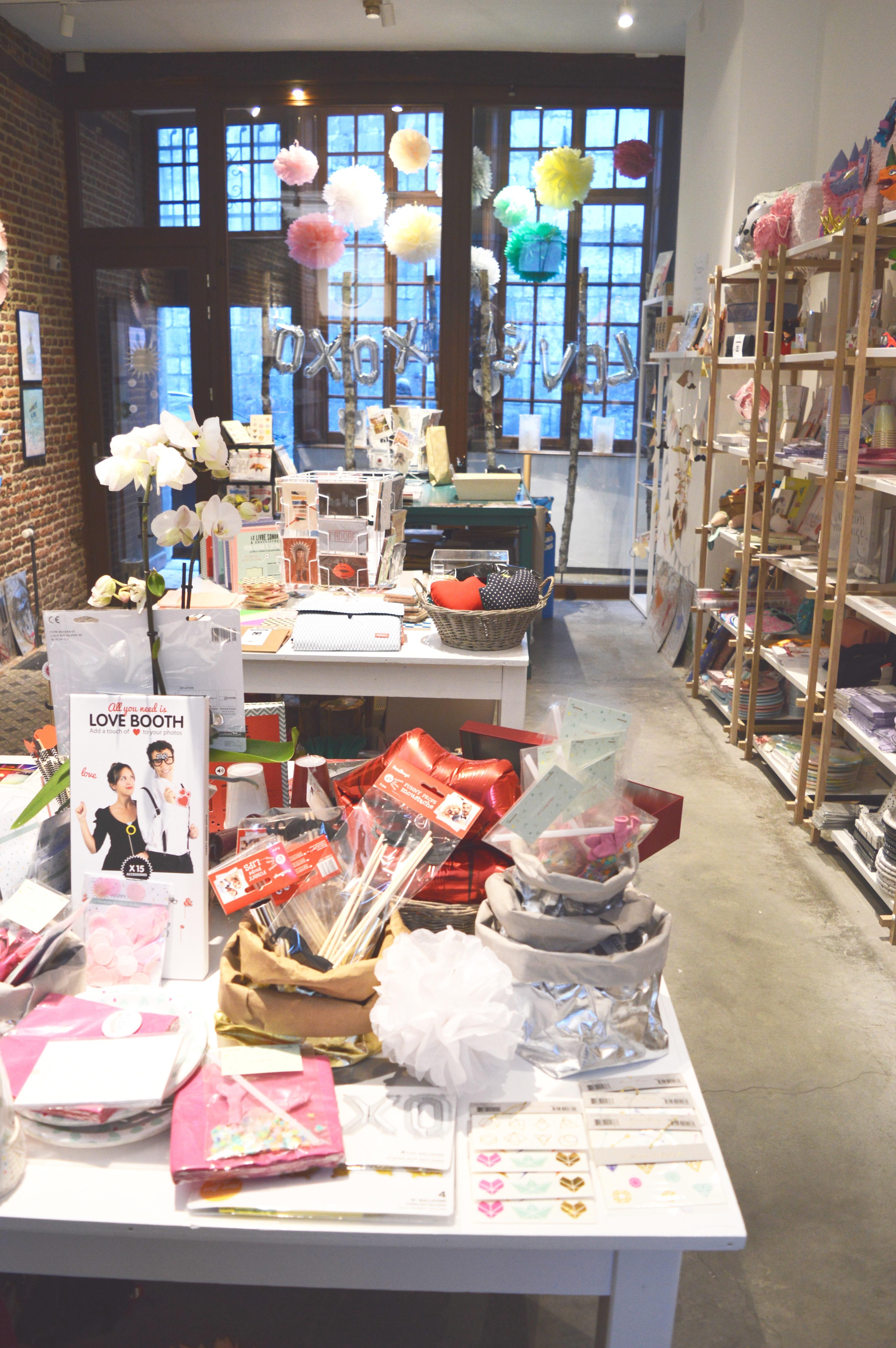 boutique, concept store, Liège, belgique, belgium, wallonie, magasin, décoration fanion, fête, party, soirée, anniversaire, pinata, pignata, assiettes cartons, balons, table, evjf, graphisme, cartes