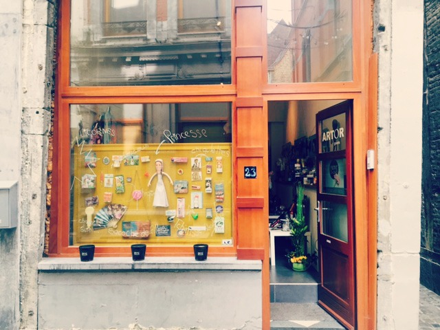 boutique Liège, cadeaux, original, insolite, pop up store, jeux, jouet, concept store,