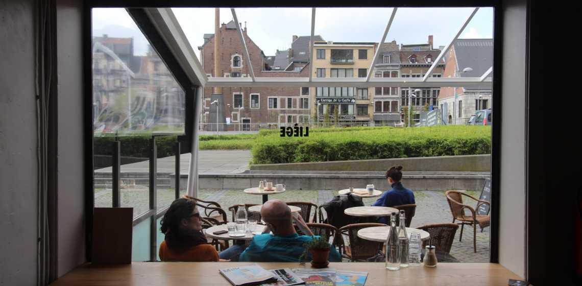 Cinq cafés avec wifi pour travailler à Liège, spot wifi, digital nomad, indépendant, travailler, pc, internet, portable, prise de courant,