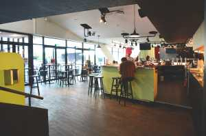 Cinq cafés avec wifi pour travailler à Liège, spot wifi, digital nomad, indépendant, travailler, pc, internet, portable, prise de courant, Le Sauvenière